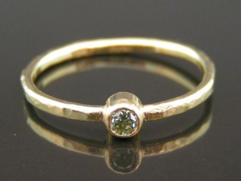 Pine grøn diamant ring